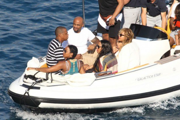 Beyonce and Jay-Z have joined a few friends, including Kelly Rowland, for a boat trip