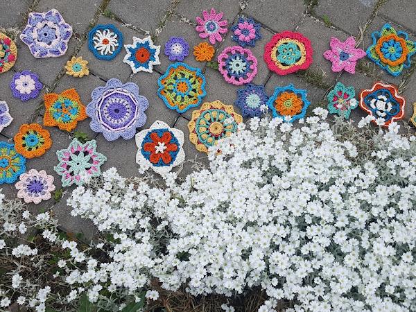 Toukokuun kukat - 365 päivää virkattuja kukkia