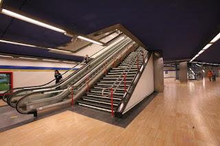 escaleras de acceso al anden