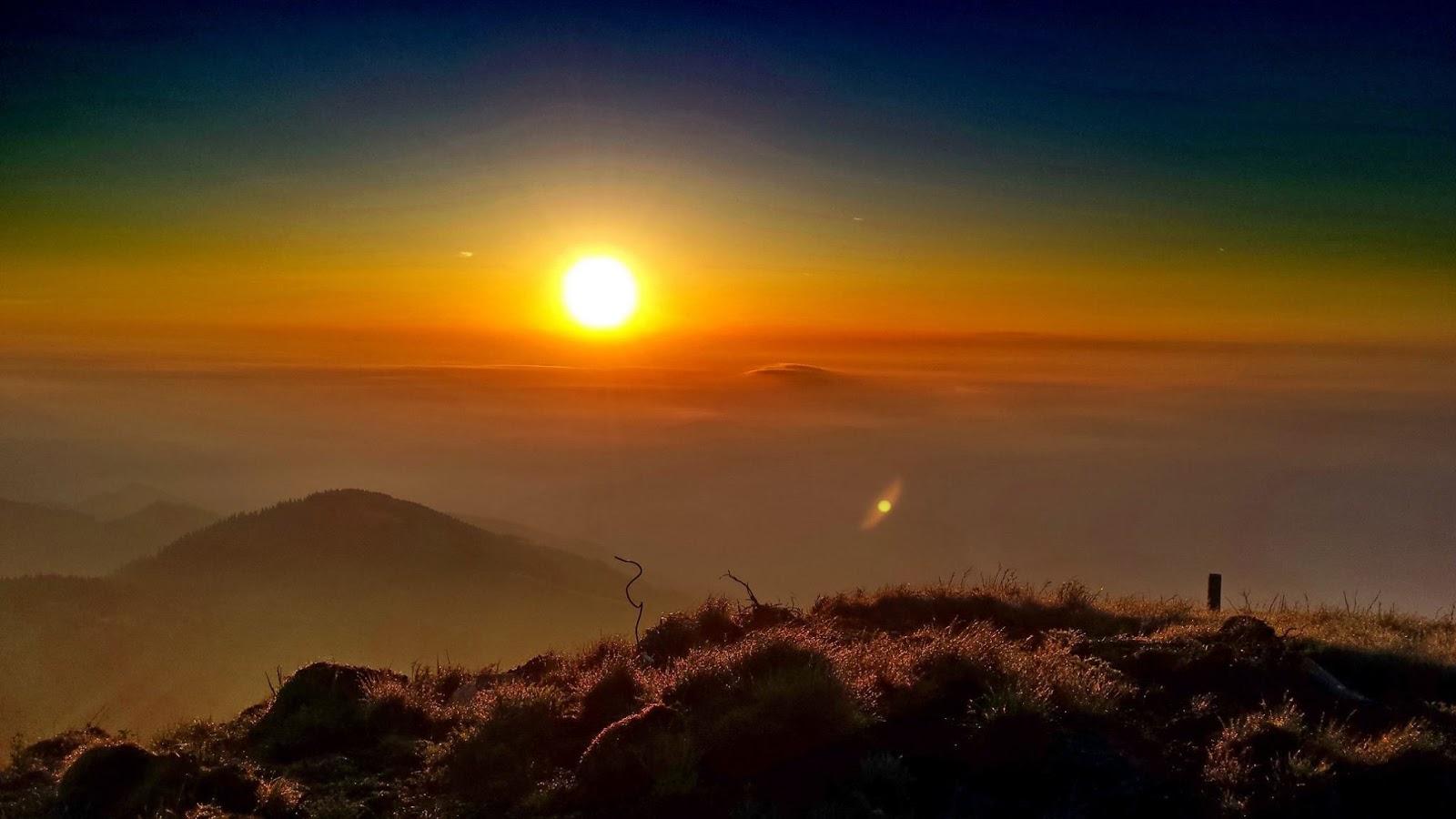 """<img src  Sunrise Over the Mountain.jpg"""" lt="""" http://dailytravelexperience.blogspot.rs/"""" />"""