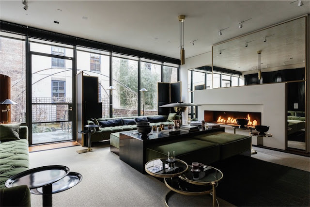 salon con sofas de terciopelo verde olivo chicanddeco