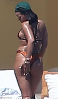 Curvaceous celebrity Rihanna body