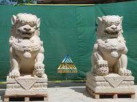 Patung fu dog dari batu alam paras jogja, batu putih