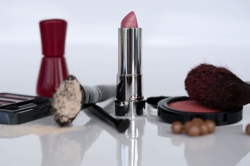 http://famio.co.ke/5-makeup-tips-every-amazing-woman-know/