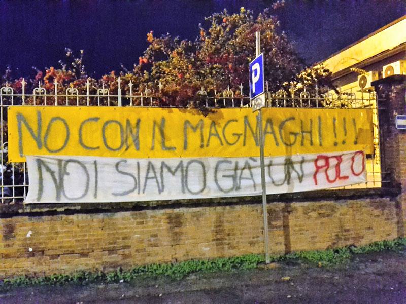 Fidenza  Solari  La Protesta Attorno All U0026 39 Obelisco