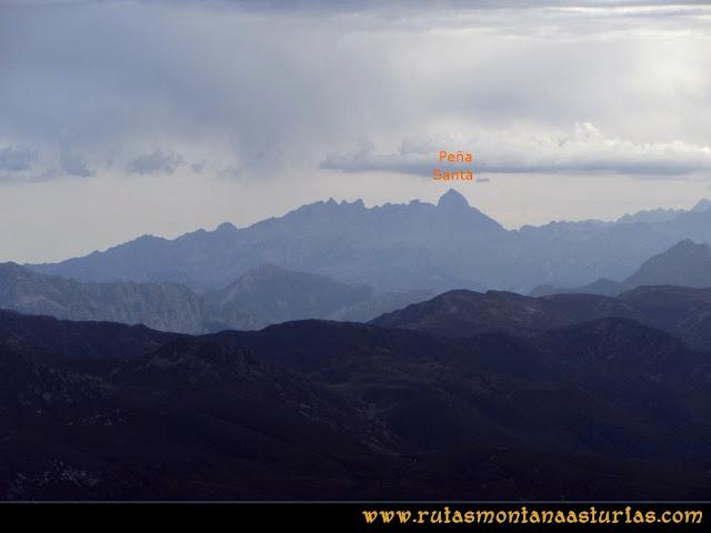 Ruta Pico Toneo y Peña Agujas: Desde el Agujas, vista de la Peña Santa de Castilla