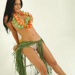 Andrea Rincon, Selena Spice Galeria 13: Hawaiana Camiseta Amarilla Foto 107