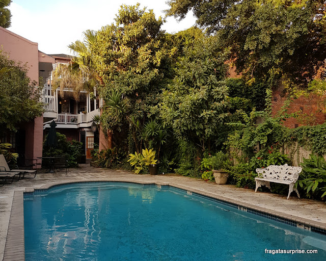 Piscina do Lamothe House Hotel em Nova Orleans
