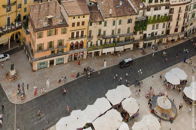 Vistas Piazza Erbe Verona torre Lamberti viaje