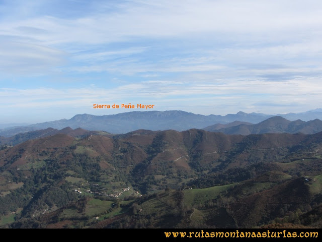 Ruta al San Justo o Cogollu: Vista de Peña Mayor desde el pico San Justo
