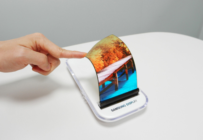 Tinuku Samsung unveil world's first foldable phone in November