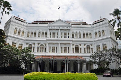 Raffles Hotel in Colonial District
