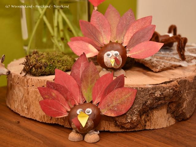 Basteln im Herbst mit Kindern und Naturmaterialien. Aus Kastanien und Herbstblätter basteln wir Truthähne.