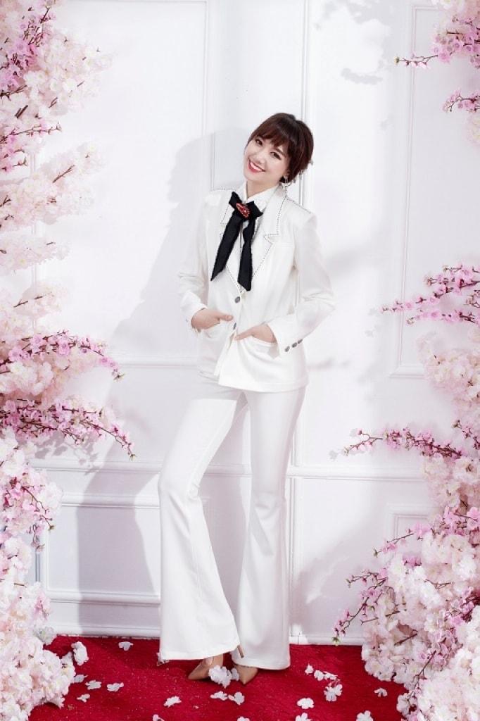 Hari Won khoe dáng với phong cách thanh lịch, nữ tính -3