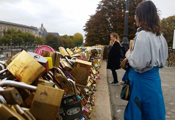 Tour Du Pont Du Cadenas Love Pont Des Arts Dans Le Monde
