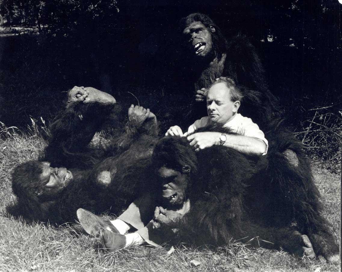 https://i1.wp.com/2.bp.blogspot.com/-JreQx5Ylt8I/UILFy3S7g2I/AAAAAAAABlo/sLsBXvpNPiY/s1600/Man-apes+with+Stuart.jpg