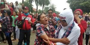 KAGET! Isi Amplopnya Kurang Rp5000, Pendukung Jokowi Jambak-jambakan