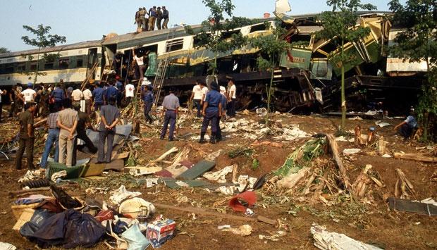 kecelakaan tabrakan kereta di bintaro yang menyisakan tragedi berdarah