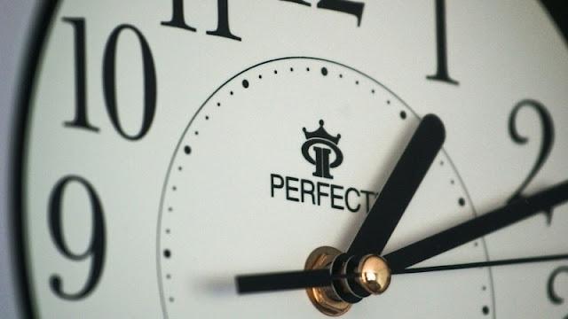 jam dinding yang menunjukan durasi waktu ideal dalam proses belajar mengajar