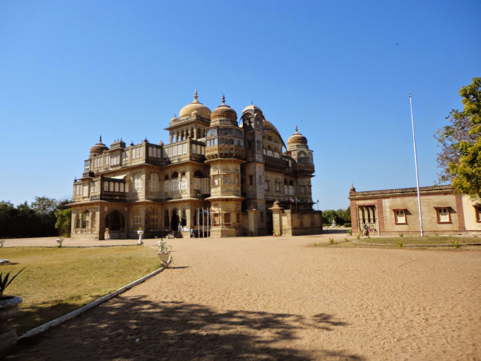 Doctor in love: Kutch road trip from ahmedabad: Mandvi to Bhuj