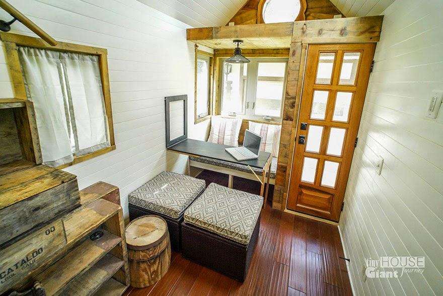 Interior de casa o cabaña rodante