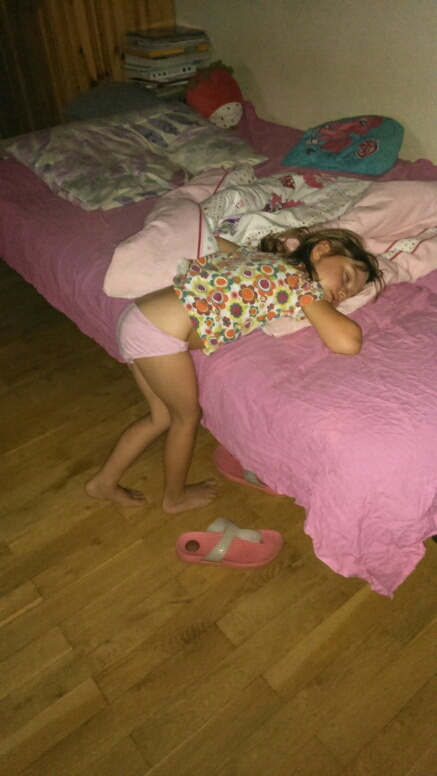 15+ Hilarious Pics That Prove Kids Can Sleep Anywhere - When My Babygirl Go To Toilet :-)