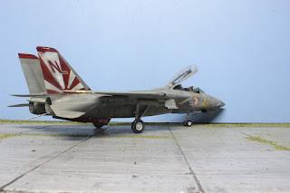 "Hasegawa F-14 A Tomcat VF111      ""Sundowners"" 1/48."