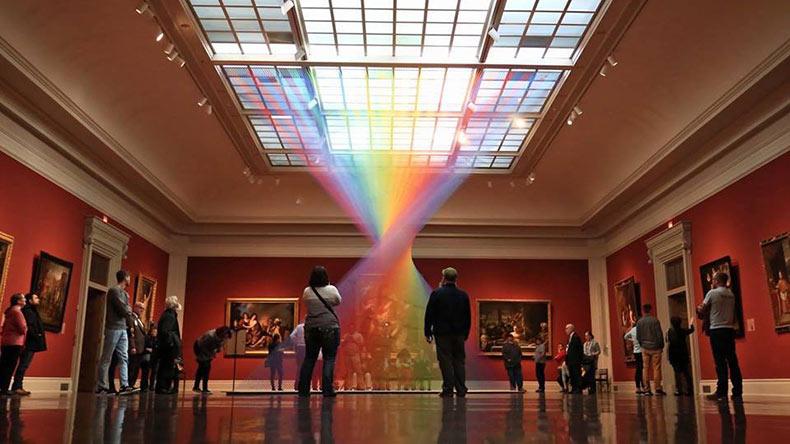 Plexus no. 35: Un arco iris etéreo de hilo llena una galería en el Museo de Arte de Toledo