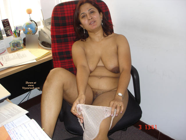South Indian office lady blackmailed to nude