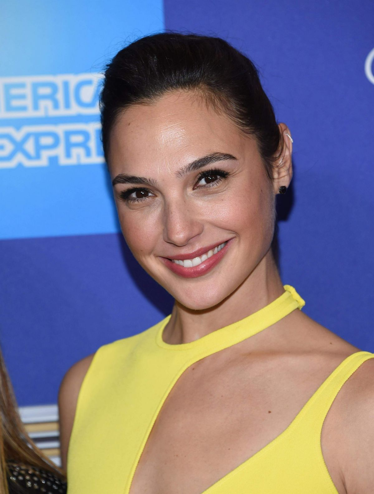 Gal Gadot in Yellow HOT dress At 29th Annual Palm Springs International Film Festival Awards Gala