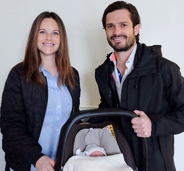 Prince Carl Philip and Princess Sofia with their newborn son at the Danderyd hospital in Stockholm