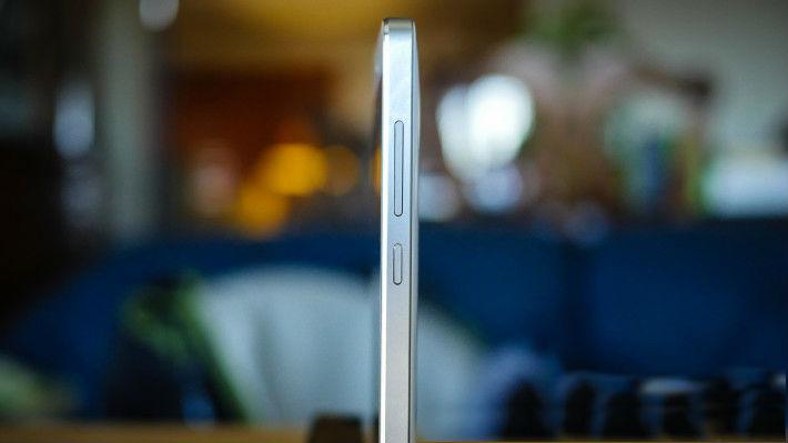 IPS LCD dan Body Metal Xiaomi Mi4