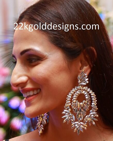 Shilpa Reddy in Contemporary Earrings