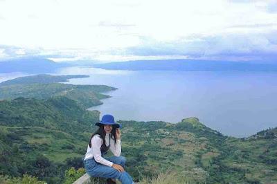 Huta Ginjang Spot Terbaik Menikmati Danau Toba
