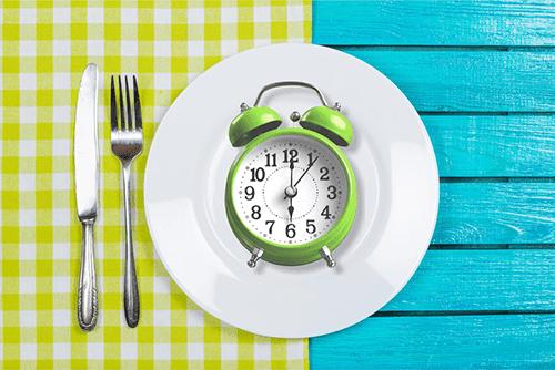 رجيم الصيام المتقطع وكيف يساعد على خسارة الوزن؟