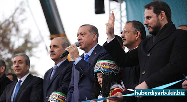 DİYARBAKIR-Cumhurbaşkanı Recep Tayyip Erdoğan, 16 Nisan'da gerçekleştirilecek referandum çalışmaları kapsamında geldiği Diyarbakır'da halka hitap etti.