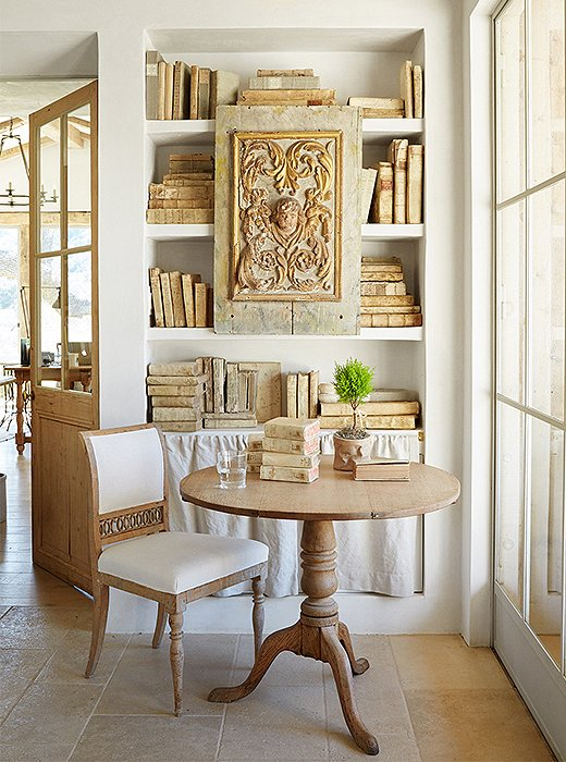 Modern farmhouse style: plaster shelves, antique books, and Swedish antiques at Patina Farm by Giannetti Home. More examples of exquisite European inspired modern farmhouse interiors await.