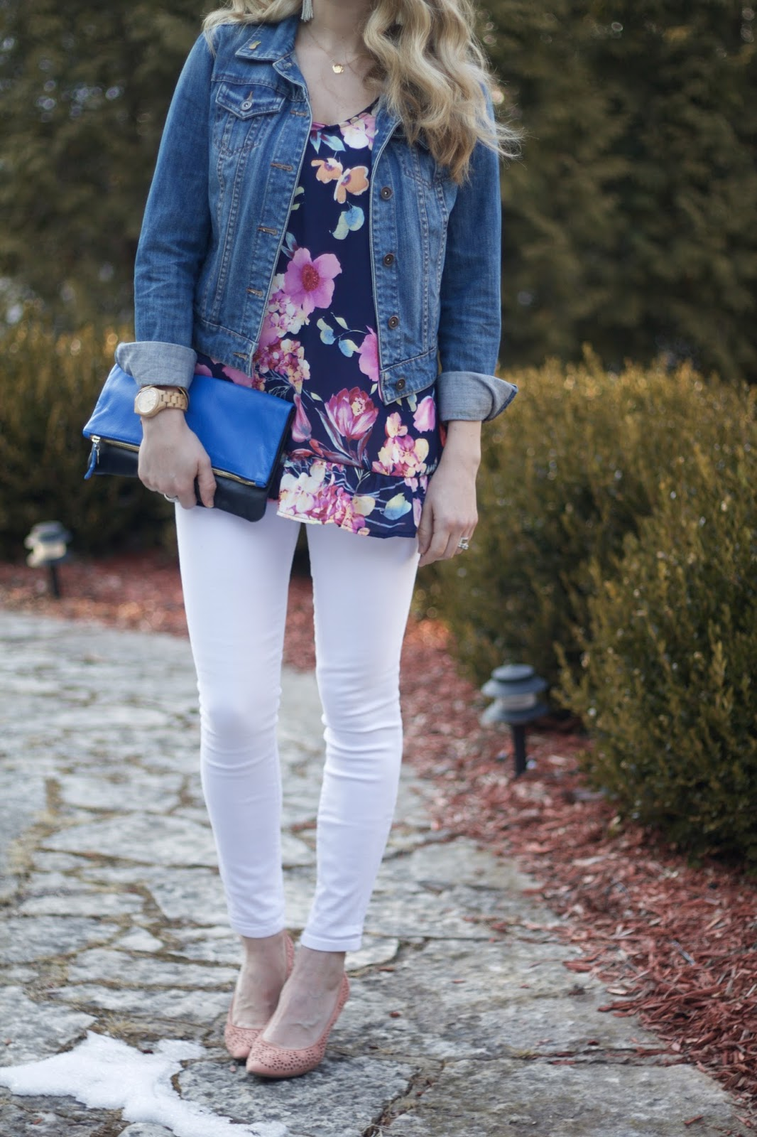 blue floral blouse, denim jacket, white jeans, blush pumps, blue Clare V. fold over clutch,