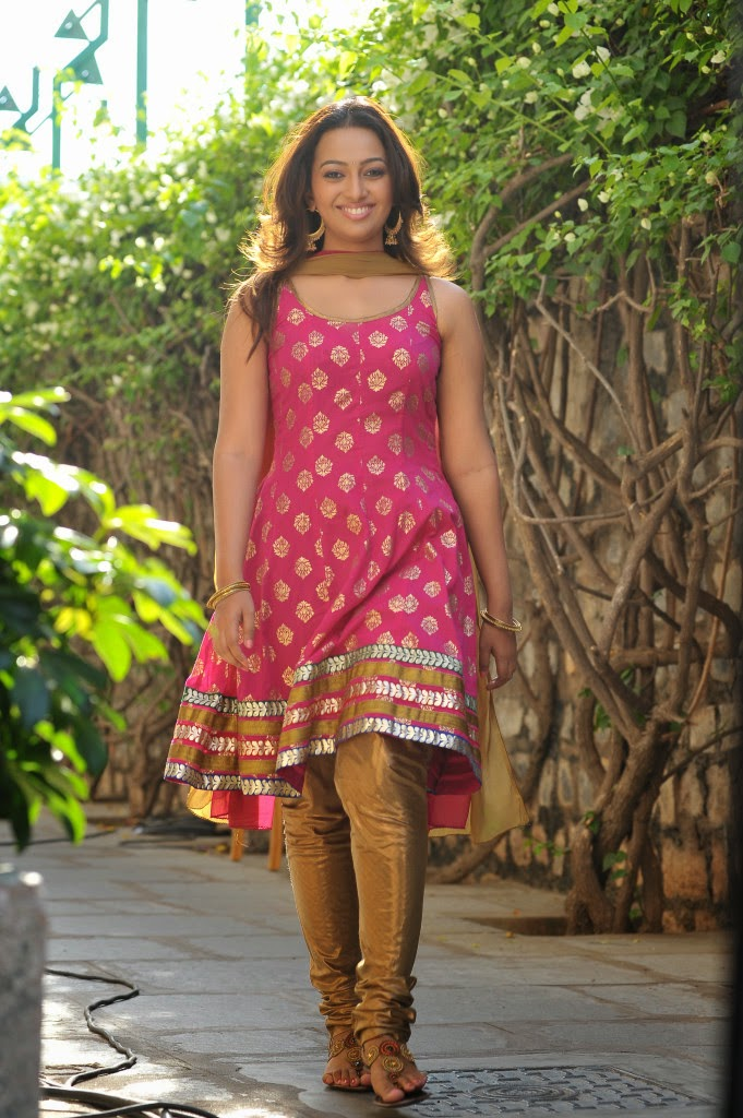 Ester noronha latest photos in sleeveless salwar kameez from 1000 abaddalu telugu movie