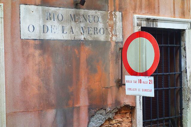 Jak je to s dopravními předpisy v Benátkách, gondola, jízda gondolou v Benátkách, jak do Benátek, co vidět v Benátkách