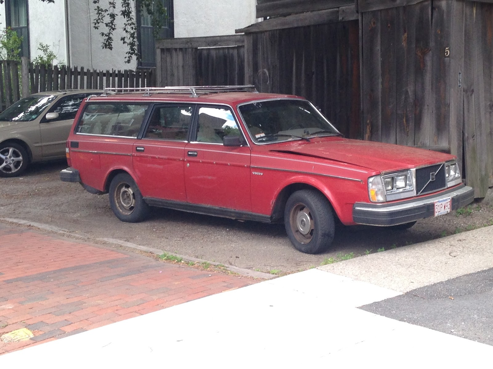 autoliterate: Cambridge Icon: The 1983 Volvo 240 Wagon
