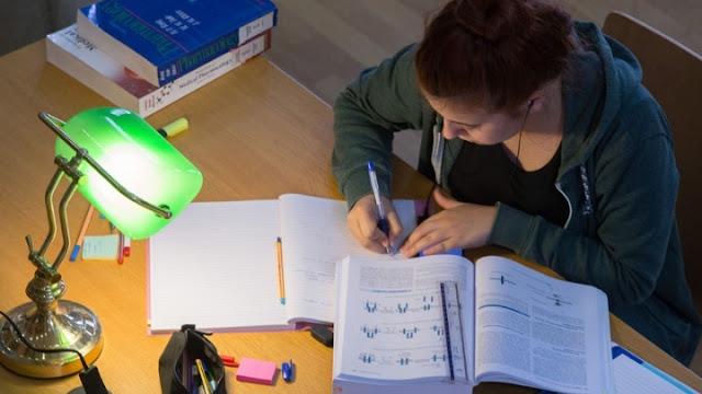 Μειώνεται η ύλη σε έξι μαθήματα των πανελληνίων εξετάσεων