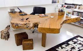 escritório moderno com mesa em madeira rústica