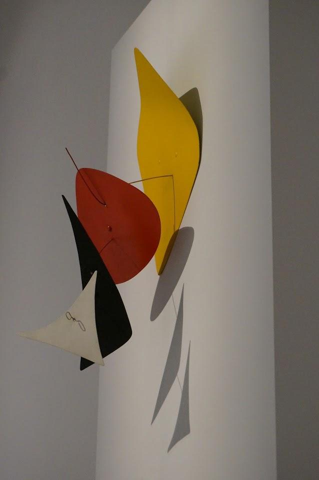 Alexander Calder - Musee Soulages Fond jaune - 1972