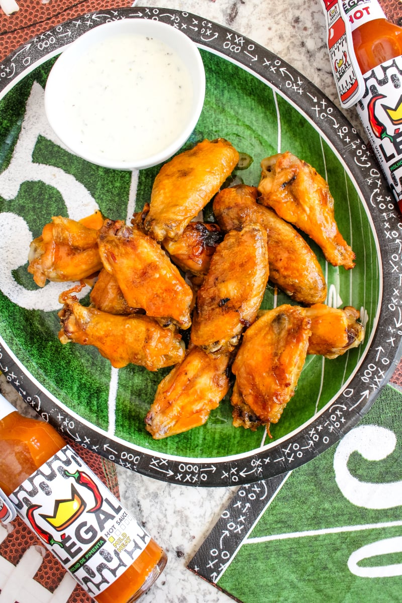 Add this collection of easy make-ahead recipes to your tailgating menu to guarantee an epic game day!  From drinks to snack to classic game day finger food, this game day menu has it all!  #TailgateWithBBoxx #ad #tailgating