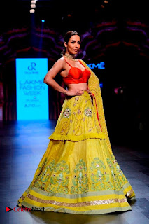 Bollywood Actress Malaika Arora Khan Walks on Ramp at LFW Summer 2017  0011.jpg