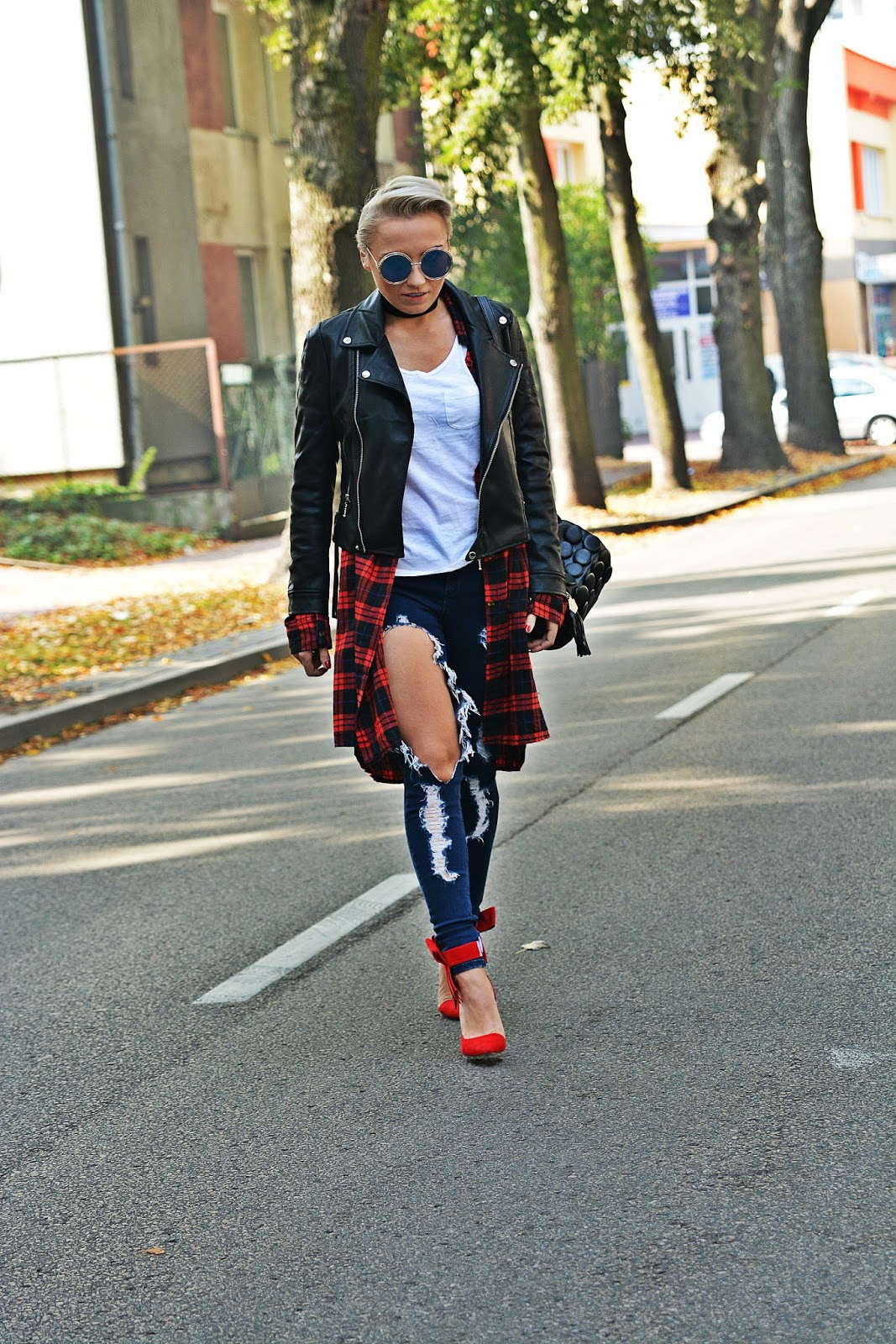 porwane_spodnie_karyn_outfit