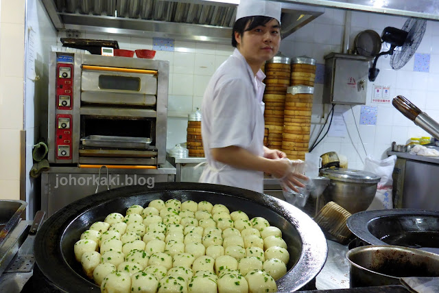 Shengjianbao-Shanghai-Street-Food-Pan-Fried-Dumplings-生煎包