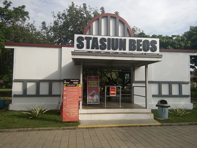 Taman Legenda TMII, stasiun beos