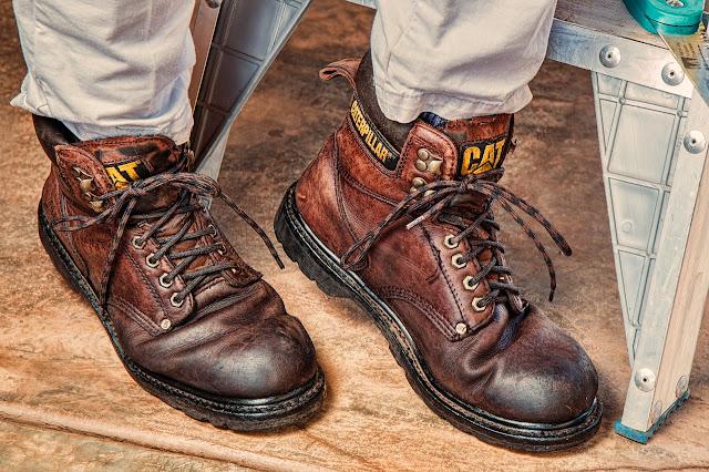 5 Cara Memasang Tali Sepatu Dengan Baik dan Benar